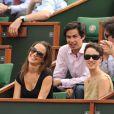 Pippa Middleton à Roland-Garros, à Paris, fin mai 2011, avec des amis.   En 2011, il n'y a pas que la vie de Kate Middleton qui a changé : celle de sa soeur Pippa Middleton aussi.