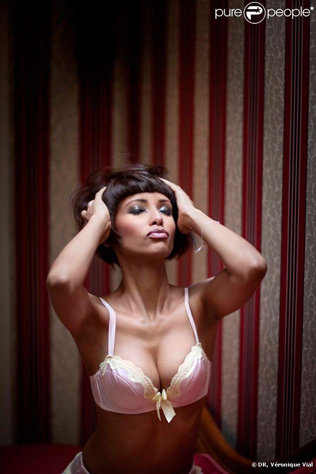 PHOTO – Nabilla nue sous la douche, la future maman fière de son corps de Johnny Hallyday fier des photos de nu de Laeticia, ce geste amoureux qui en dit.