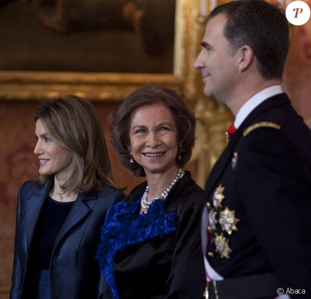 Letizia et Felipe d'Espagne, avec le roi Juan Carlos et la reine Sofia, célébraient le 6 janvier 2012, jour de l'épiphanie, la Pâque militaire célébrant la récupération de l'île de Minorque au XVIIIe siècle, au palais royal, à Madrid.