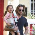 Gabriel Aubry vient chercher sa petite Nahla à l'école le 6 janvier 2012 à Los Angeles