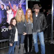 Miley Cyrus : Toute sa famille est réunie, elle préfère les snober