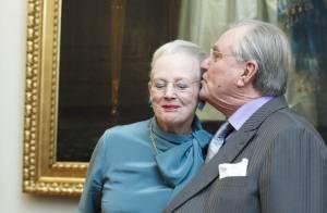 La reine Margrethe jubile devant la princesse Mary et sous les baisers de Henrik
