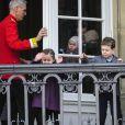 Grand moment des célébrations du jubilé de la reine Margrethe II de Danemark : l'apparition au balcon d'Amalienborg, le midi du dimanche 15 janvier 2012, acclamée par près de 10 000 Danois.