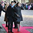 La reine Margrethe II de Danemark, accompagnée de ses doeux soeurs Benedikte et Anne-Marie, de son époux le prince Henrik, de ses fils les princes Frederik et Joachim, de sa belle-fille la princesse Mary, est allée se recueillir sur la tombe de ses parents le roi frederik IX et la reine Ingrid à Roskilde, au matin du 14 janvier 2012, jour du jubilé de ses 40 ans de règne.