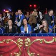 La princesse Caroline de Hanovre, fille de la princesse Alexandra de Hanovre, Pauline Ducruet et sa mère la princesse Stéphanie de Monaco ainsi que son autre fille Camille Gottlieb, Candice Patou et Robert Hossein lors du 36e Festival International du cirque de Monte-Carlo à Monaco le 21 janvier 2012