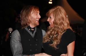 David Guetta, entre deux bisous avec Cathy, a dévoilé à Cannes sa Club Coke