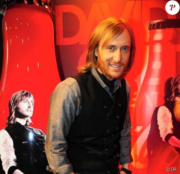 """Pour Coca-Cola, David Guetta a imaginé et designée la Club Coke """"David Guetta Feat Coca-Cola"""". Le Dj star a dévoilé sa création le 28 janvier 2012 à l'occasion des NRJ Music Awards à Cannes."""
