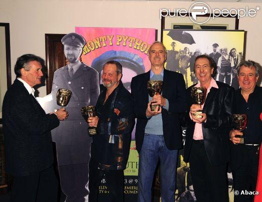 Les 5 Monty Python en 2009 à New York pour la projection d'un  documentaire sur leur formation : Terry Gilliam, Michael Palin, Eric  Idle, John Cleese et Terry Jones