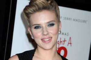 Scarlett Johansson, épanouie, file le parfait amour avec un bel inconnu