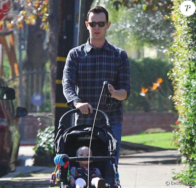 Colin Hanks se promène avec sa fille Olivia et ses chiens à Los Angeles le 1er février 2012