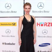 Scarlett Johansson affiche son allure de diva glamour face à Denzel Washington