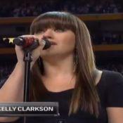 Super Bowl XLVI : Kelly Clarkson émouvante et Jessica Simpson très enceinte