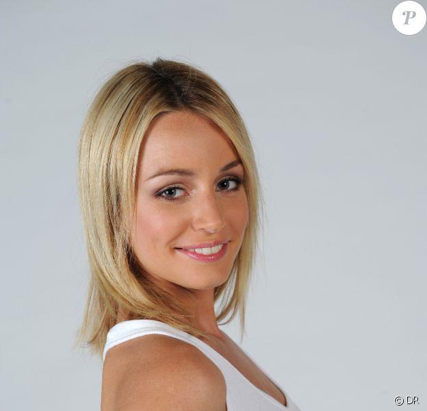 Marie, 20 ans et candidate de l'émission Dilemme sur W9, est en couple avec un riche homme d'affaires, de 25 ans son aîné !