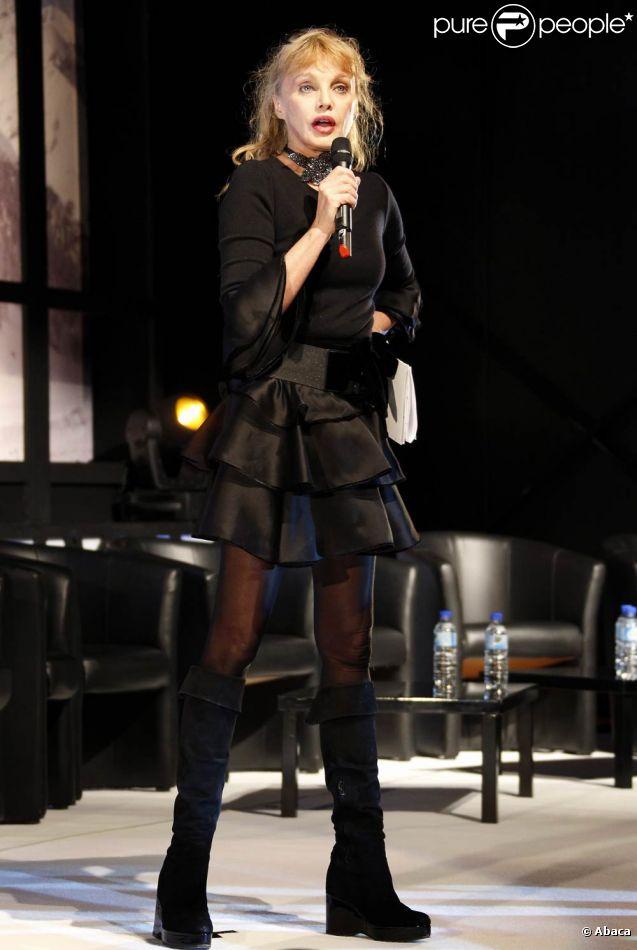 Arielle Dombasle dévoile le palmarès de la 14e édition du Festival de Luchon. Le 11 février 2012