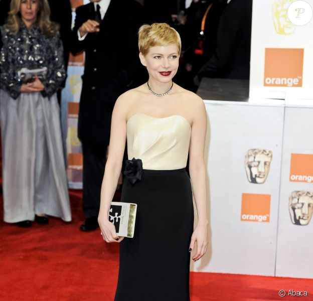 Michelle Williams superbe sur le tapis rouge des BAFTA awards en robe H&M. Le 12 février 2012