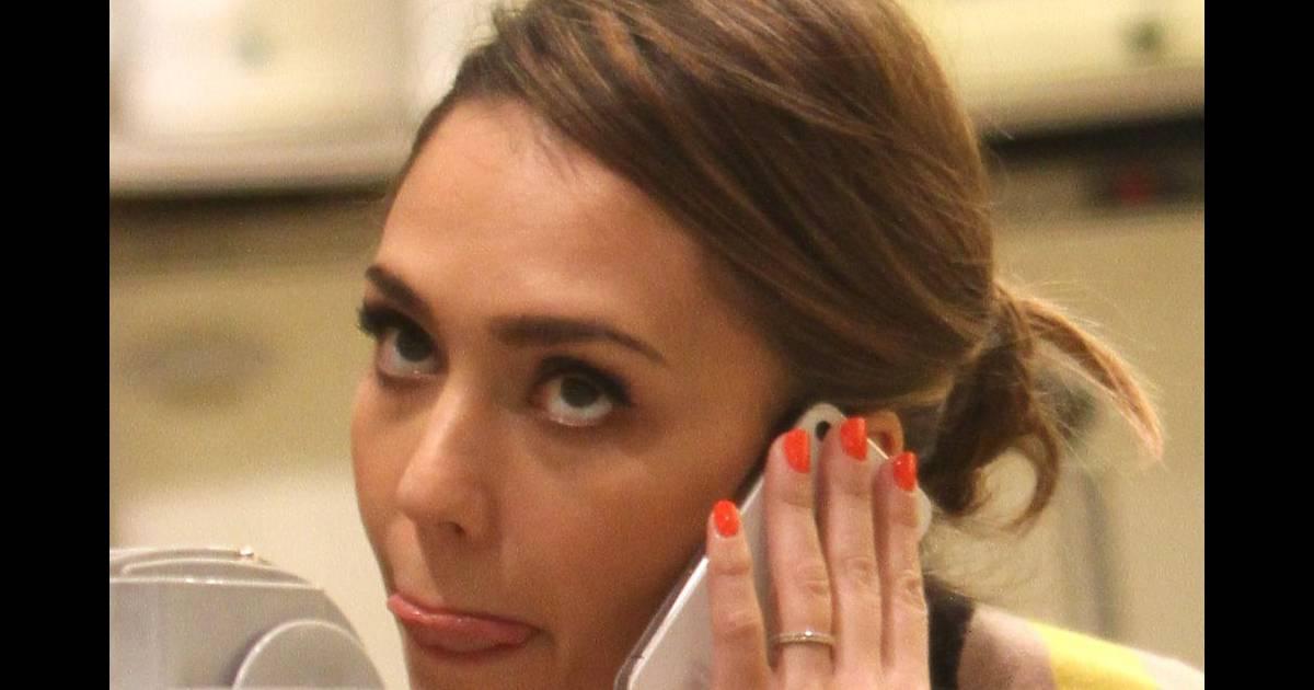 Jessica alba dans un salon de manucure new york le 14 for Salon de manucure