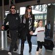 Christian Bale, sa femme Sandra Blazic et leur fille Emmeline, à l'aéroport de Los Angeles le 11 février 2012.