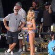 Candice Swanepoel à Miami en plein shooting. Le 16 février 2012