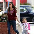Alessandra Ambrosio dépose sa fille Anja à l'école à Santa Monica à Los Angeles le 17 février 2012
