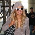 Paris Hilton arrive à l'aéroport de Las Vegas pour fêter ses 31 ans à Sin City en février 2012
