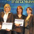 Patricia Allémonière et Caroline Sinz lors de la 17ème cérémonie des Lauriers 2011 de la télévision et de la radio, à l'hôtel de ville de Paris, le 20 février 2012