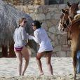 Lea Michel prend du bon temps sous le soleil du Mexique. Février 2012