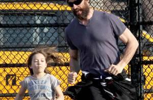 Hugh Jackman : un papa grizzli à la poursuite de sa fille Ava