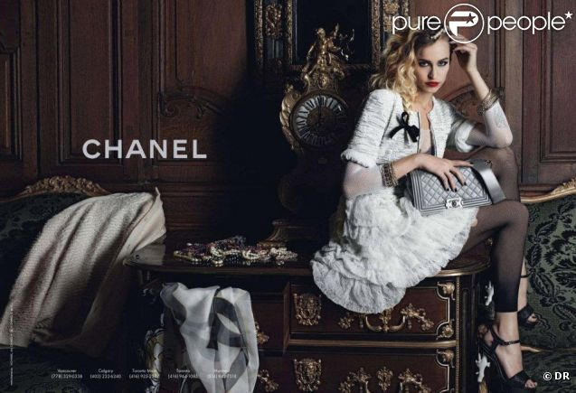 Alice Dellal sur le visuel de campagne de la maison Chanel