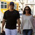 Jesse Metcalfe et sa fiancée Cara Santana en séance shopping romantique à Los Angeles. Le 13 mars 2012.