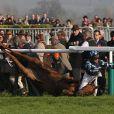 Effroyable chute au second jour de courses à Cheltenham, le 14 mars 2012. Au lendemain d'une première journée marquée par trois euthanasies, plus de peur que de mal heureusement pour le cheval (Wishful Thinking) et le jockey (Richard Johnson).   Zara Phillips a assisté avec effroi, au 2e jour de courses à Cheltenham le 14 mars 2012, à la chute de Wishful Thinking et du jockey Richard Johnson, son ex-petit ami (1998-2003).