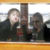 Angelina Jolie avec ses filles survoltées à Amsterdam, Shiloh trop craquante !