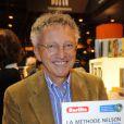 Nelson Monfort signe quelques exemplaires de son livre au Salon du Livre de Paris, le samedi 17 mars 2012.