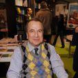 Paul-Loup Sulitzer signe quelques exemplaires de son livre au Salon du Livre de Paris, le samedi 17 mars 2012.