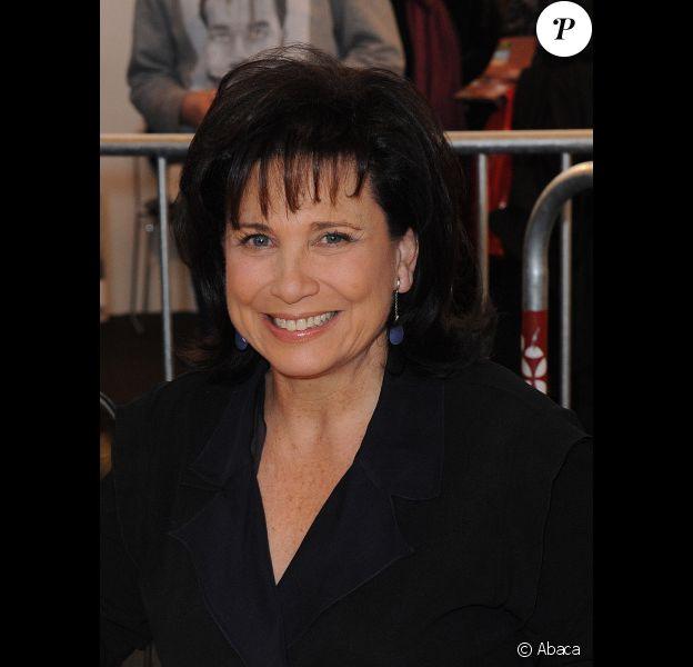 Anne Sinclair signe quelques exemplaires de son livre au Salon du Livre de Paris, le samedi 17 mars 2012.
