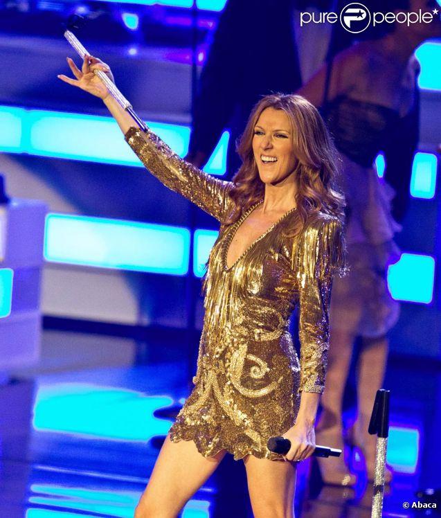 Céline Dion sur la scène du Colosseum du Caesars Palace à Las Vegas en mars 2011. Un an après, en convalescence, elle prépare son retour à 100%.