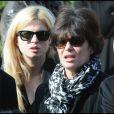 Cécile Cassel et sa mère Anne Cassel lors des obsèques de Michel Duchaussoy au crématorium du cimetière du Père-Lachaise à Paris le 20 mars 2012