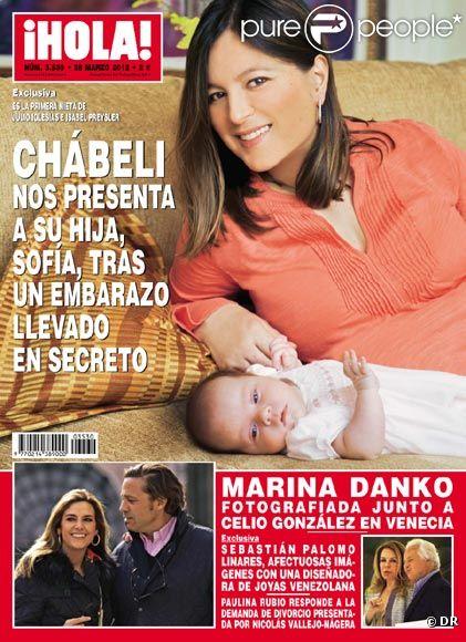 Chábeli Iglesias en couverture du magazine espagnol  ¡Hola!  pose vec sa fille Sofia, mars 2012.