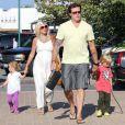 Tori Spelling, Dean McDermott et leurs enfants Stella et Liam à Malibu, le 22 juillet 2011.