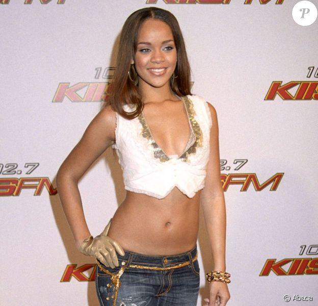Rihanna en décembre 2005. Visiblement, l'icône de style d'aujourd'hui cherchait encore sa voie... On y croit.