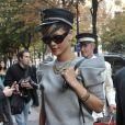 Rihanna à Paris, rayonnante dans sa robe sweat. Septembre 2009.