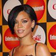 Entre un décolleté mesuré et racoleur, Rihanna a choisi. Encore une fois, elle n'a pas fait le bon choix ! Juin 2007