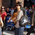Rihanna s'égare lors d'un look de ville particulièrement informe. S'il te plaît Rihanna, plus JAMAIS ça ! Fin 2007