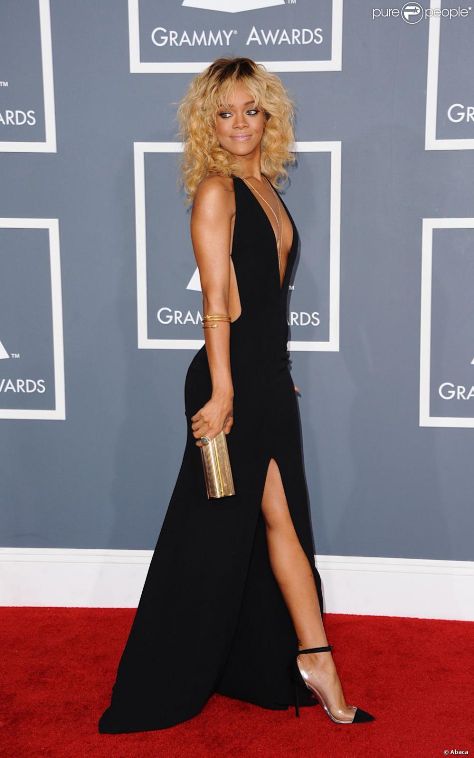rihanna sur le tapis rouge des grammy awards 2012 en f vrier tait la star la mieux habill e de. Black Bedroom Furniture Sets. Home Design Ideas