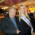 Michel Chevalet et Miss Prestige National lors de l'avant-première de la Foire du trône, à Paris, le 6 avril 2012
