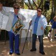 Les magiciens Siegfried et Roy présentent leur timbre à Las Vegas le 9 avril 2012