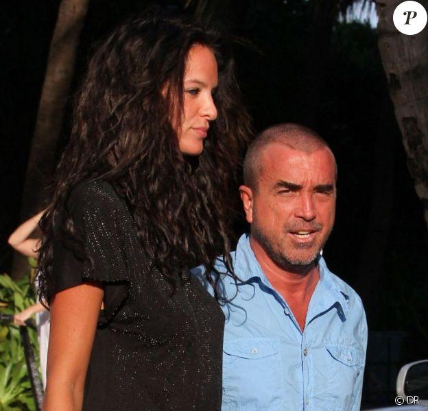Jade Foret, enceinte de quatre mois, et son fiancé Arnaud Lagardère dans les rues de Miami, le 11 avril 2012