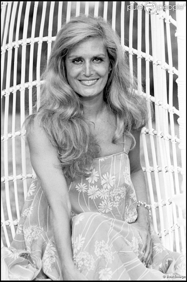 Dalida en 1978 saint tropez en 2012 25 ans apr s son for Saint 3 mai
