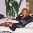 Dalida en décembre 1983.   En 2012, 25 ans après son suicide dans la nuit du 2 au 3 mai 1987, Dalida continue de passionner et de renvoyer l'image d'une diva aux airs de femme fatale. Sa facette intime, celle de la femme désespérée, reste à découvrir...