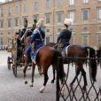 Visite d'Etat du président de la Finlande et de son épouse à Stockholm, arrivée au palais royal Drotnningholm et revue de la garde royale, le 17 avril 2012.