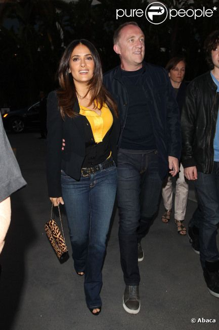 Salma Hayek et François-Henri Pinault le 17 avril 2012 au Staple Center de Los Angeles pour le match entre les Spurs de San Antonio et les Lakers